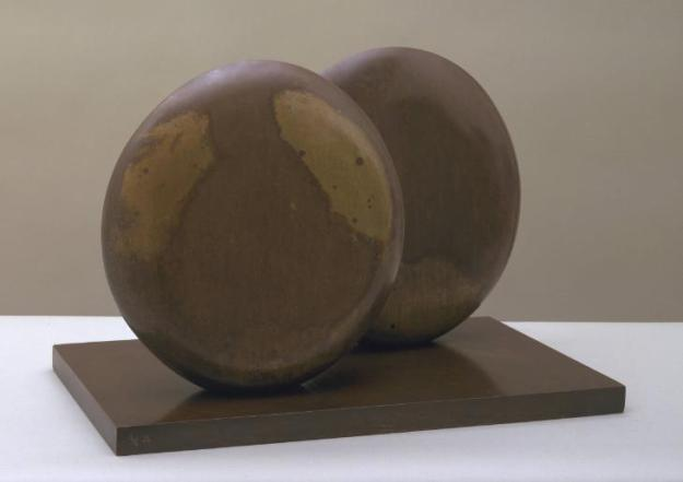 Discs in Echelon 1935, cast 1959 Dame Barbara Hepworth 1903-1975 Presented by the executors of the artist's estate 1980 http://www.tate.org.uk/art/work/T03132